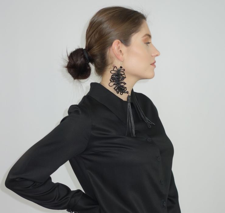 Curly asymmetry earrings