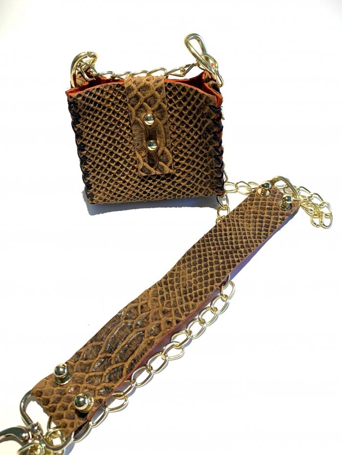 Малка чантичка със змийски принт