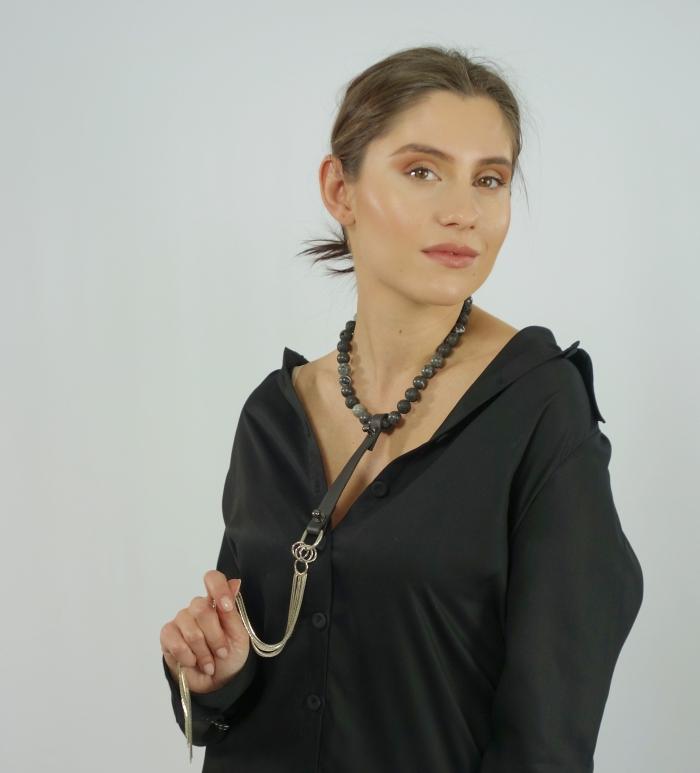 Чокър с естествени камъни и верижки - черен